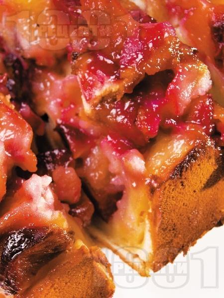 Клафути с ябълки и сини сливи - снимка на рецептата